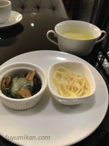 ドンムアン空港のラウンジの食事
