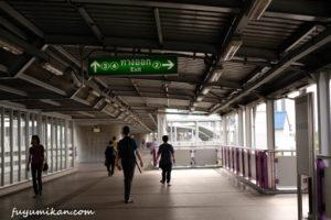 タラートプルー駅構内